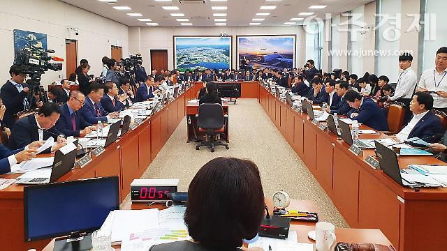 """[2020 국정감사] 野 """"3년째 폭등한 집값 난타"""" 예고…與 안전·공정 위주 방어전"""