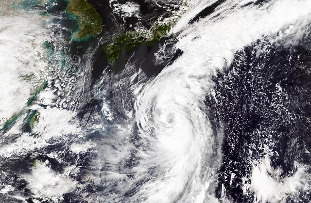 14호 태풍 찬홈 북상… 영향권 일본 전역 '비상'