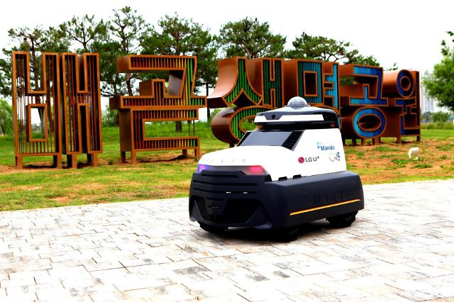 LG Upus works with Mando to commercialize outdoor self-driving patrol robots