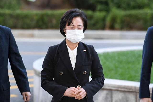추미애 장관, 故 김홍영 검사 근무지 2번째 방문