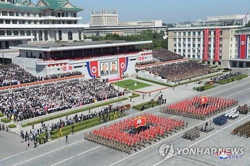 """[속보]합참 """"오늘 새벽 김일성 광장서 열병식 정황 포착"""""""