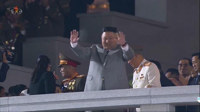 [포토] 북한, 당창건 75주년 열병식…김정은 위원장 연설