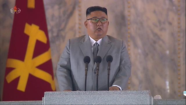 """[전문] 울먹인 北 김정은, 열병식 30분 연설…""""북남, 손 맞잡길"""""""