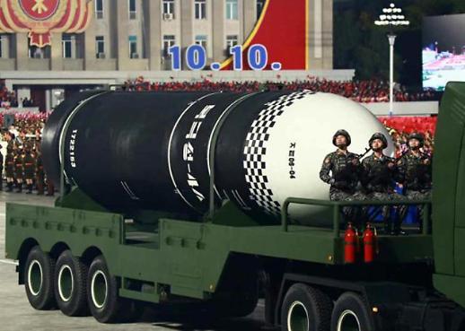 金正恩出席建党75周年阅兵式 新型洲际导弹首亮相