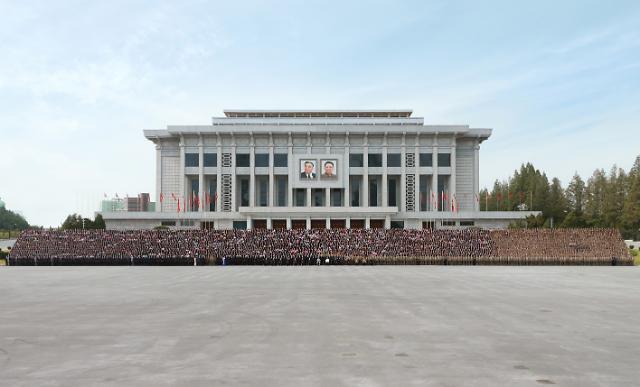 [포토] 북한, 당 창건 75주년 열병식 기념사진 촬영…김정은 참석