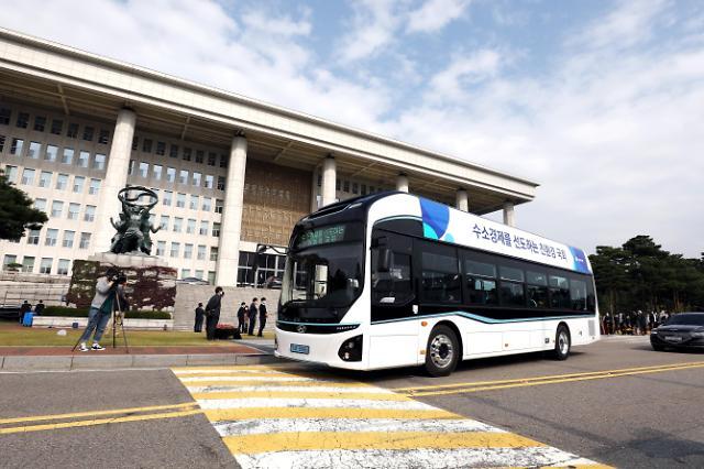 달리는 공기청정기 국회 셔틀버스로 운행...수소전기버스 국가기관 첫 도입