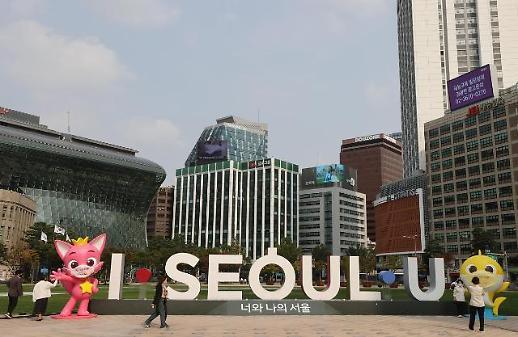 """""""碰碰狐""""和""""鲨鱼宝宝""""亮相首尔广场 为市民抗疫加油打气"""