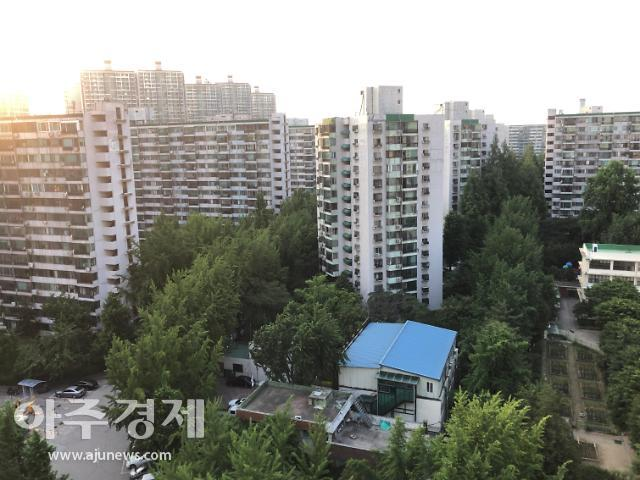 """들끓는 은마-잠실5단지…""""공공재건축 사전컨설팅 철회하라"""""""