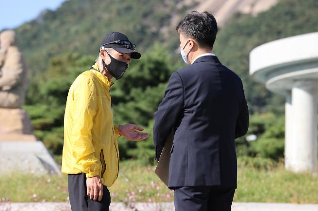 文 대통령, 北피격 공무원 아들에 답장…이래진씨 오늘 공개
