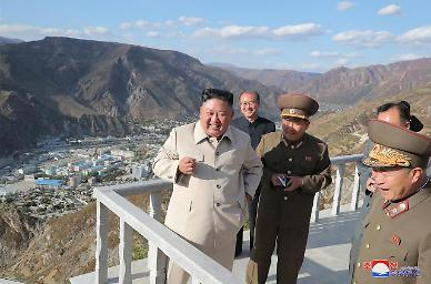 쉴틈없이 움직이는 北 김정은, 검덕지구 방문…본보기 도시 건설하라