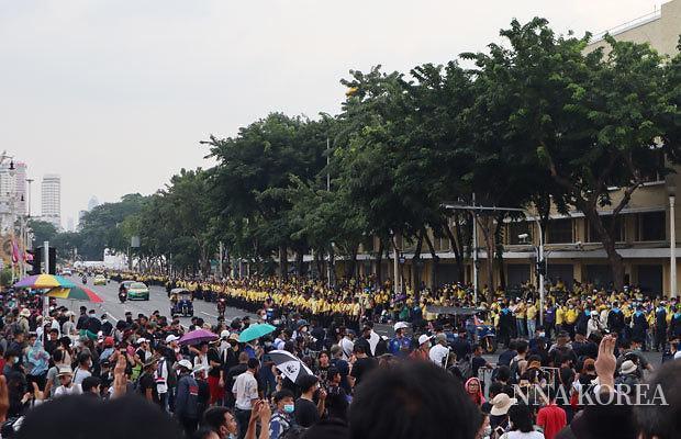 태국, 긴장감 고조되는 반정부집회 현장