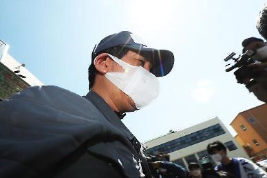 검찰 진술 내용 뒤집은 김봉현 조사 중 누군가 오자 분위기 좋아져…시그널도 받았다