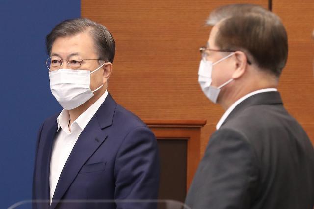 [리얼미터] 文대통령 지지율 소폭 상승...민주당은 하락
