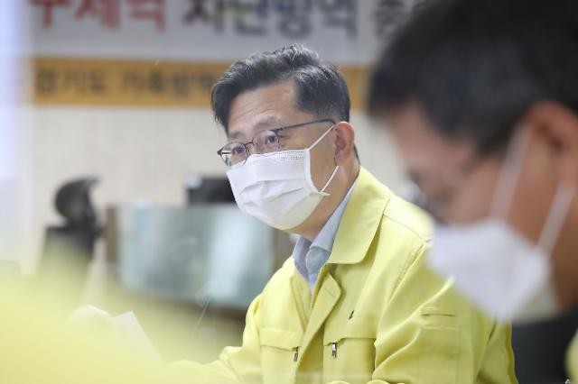 """""""아프리카돼지열병 초기에 막아라"""" 산불진화차에 군제독기까지 방역 총동원"""