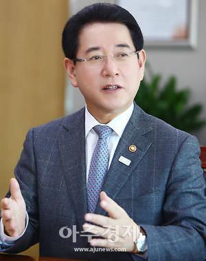 """[로컬인터뷰]김영록 전남지사 """"전남의 BE, 한국판 뉴딜 주도한다"""""""