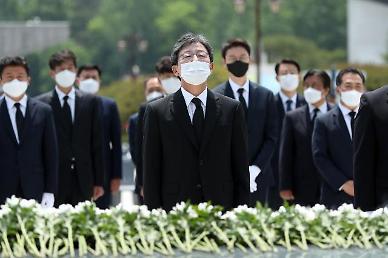 """유승민 """"文, 경제실패 코로나로 덮으려…경제 포기 대통령"""""""