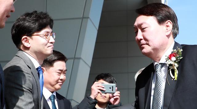 [단독] 술접대 검사 3명 특정…한동훈과 근무한 사실상 윤석열 라인