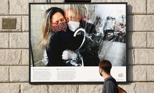 新冠疫情报道摄影展在首尔开展