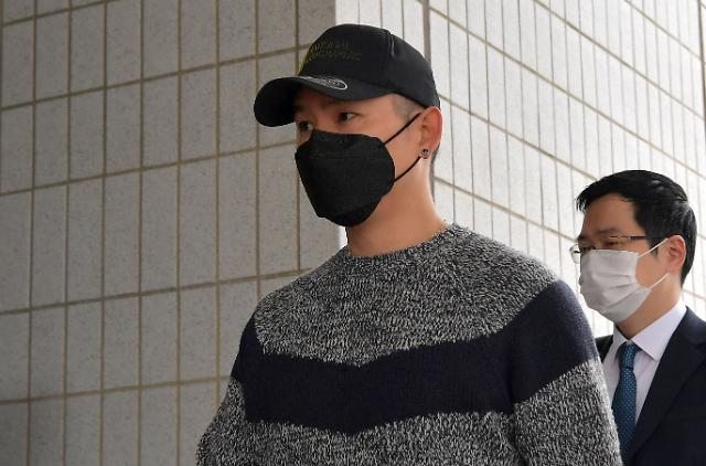 [포토] 개그맨 김형인, 불법도박장 개설 혐의 첫 재판 출석