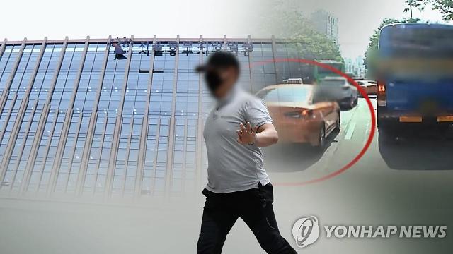 구급차 막은 택시기사 징역 2년 선고…죄질 매우 불량