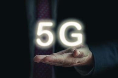 """[아주 쉬운 뉴스 Q&A] LTE보다 5.6배 빠른 5G? """"20배 빠르다고 했는데..."""""""