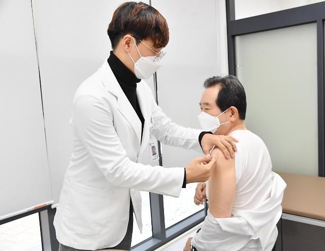 韩总理接种流感疫苗