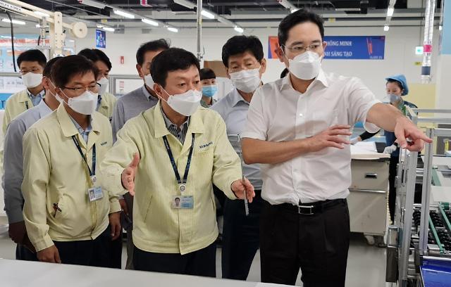三星副会长李在镕视察越南生产基地