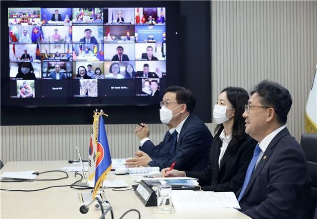 韩中日与东盟在线举行文化部长会议