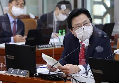 [국감 인물] 강기윤, 불안감 커진 독감백신 접종 원인 규명 집중