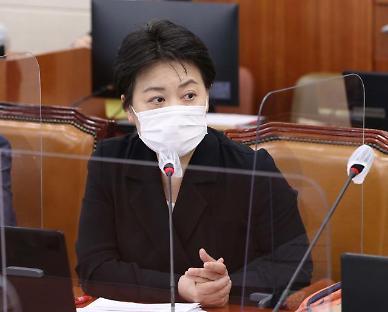"""[국감 인물] 윤희숙, 연구원·교수 출신의 촘촘한 논리… """"재정 원칙 무너졌다"""""""