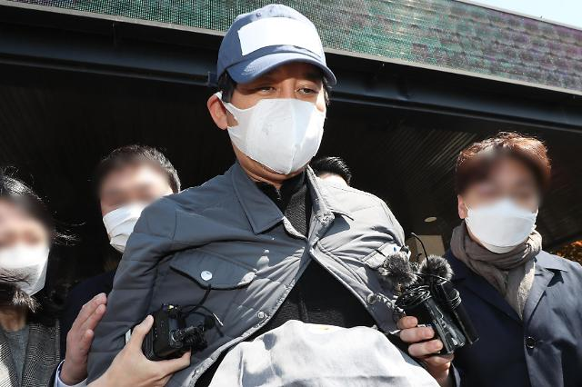 """김봉현, 법무부 조사에서…""""A 변호사가 술자리 제안"""""""