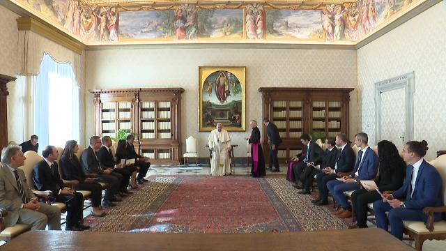 """프란치스코 교황, 文대통령에 '친필 메시지'…""""평화 위해 기도"""""""