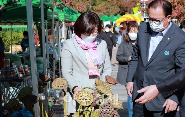 안성시, 관내 농업인 직거래 주말장터 활성화를 위한 '한마당 대축제' 성황리 개최