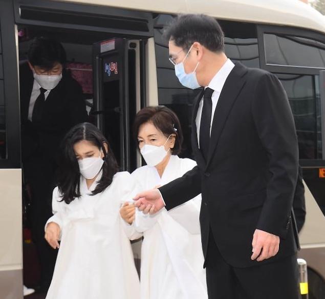 [포토] 이건희 회장 영결식 참석하는 유가족들