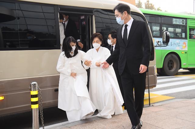 李在镕带家人出席李健熙遗体告别仪式