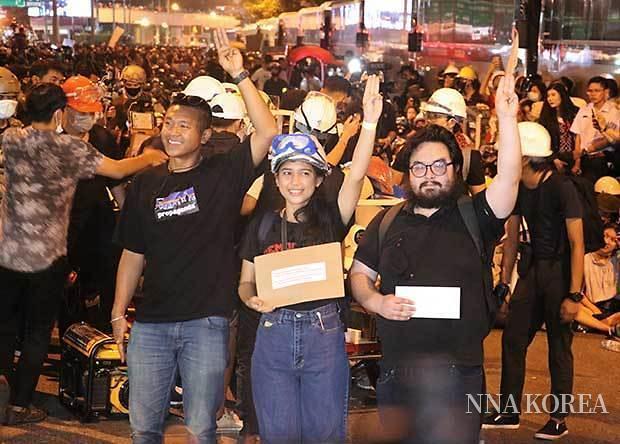 태국, 독일 대사관앞 반정부시위자들