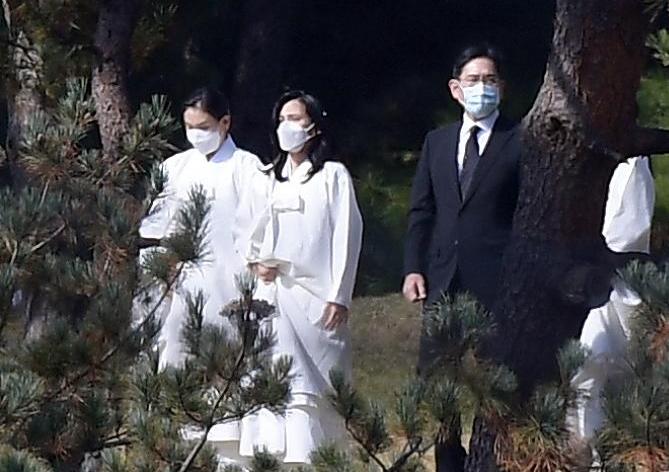 초일류 삼성 일군 巨人, 수원 선산에 영면