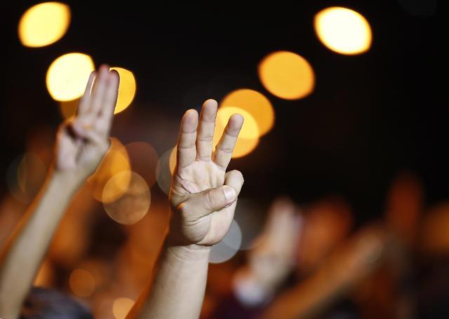 """[태국 민주화 시위] """"더 잃을 것 없다""""...코로나가 드러낸 태국 흙수저의 분노"""
