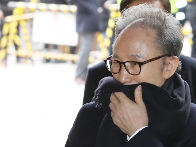 다스 횡령·삼성 뇌물 이명박 징역 17년 확정…이르면 오늘 재구속