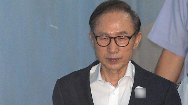 韩国前总统李明博终审获刑17年