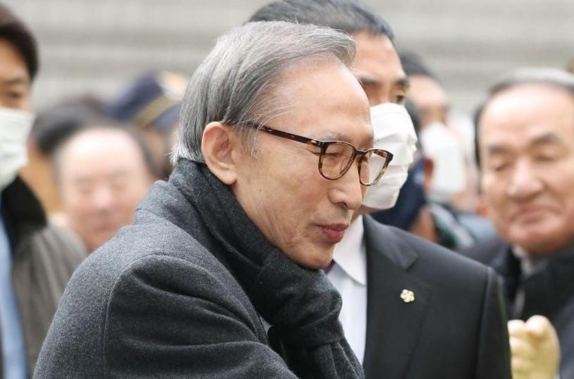 이명박 징역 17년 확정, 곧 재수감...변호인 재심 고려