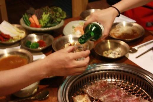 韩国拟重新定制防疫等级 疫情下超两成公司聚餐照旧