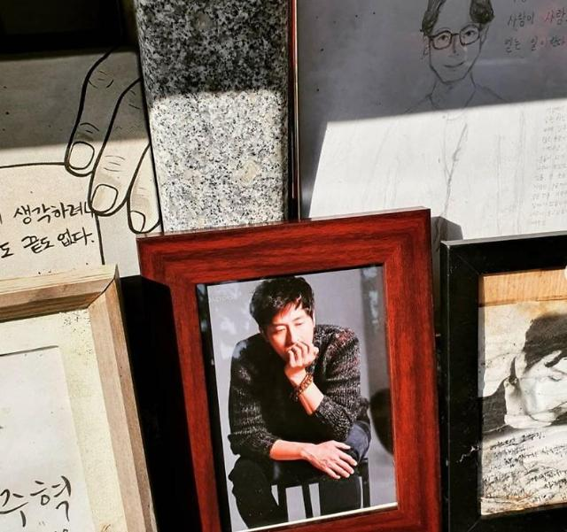 [슬라이드 뉴스] 故김주혁 3주기 추모한 스타들...보고싶은 형