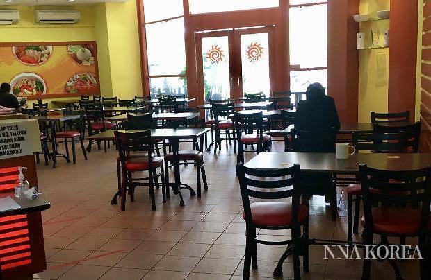 [NNA] 말레이시아, 코로나 재확산으로 음식점 손님 뚝... 회복은 내년 이후?
