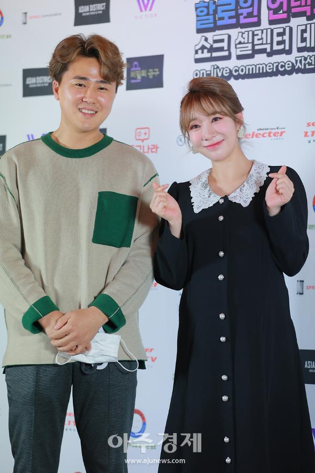 [포토] 김우혁-안소미 부부, 셀렉터데이 자선파티 왔어요