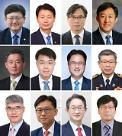 文, 12명 차관급 인사 교체 단행…'靑 파견' 출신 대거 '영전'