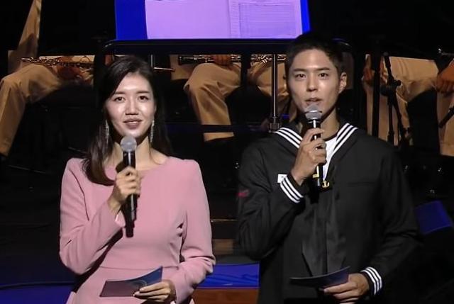 """해군 """"영리 행위 아니다""""...출연작 홍보 논란 박보검에 주의"""