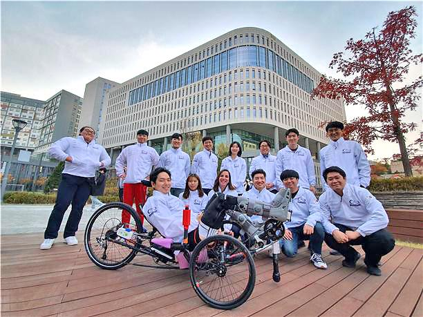 Researchers unveil AI robot bicycle for competition at Cybathlon