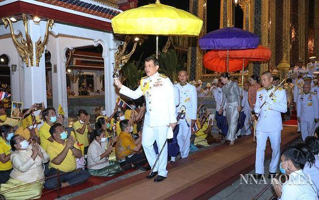 불교행사에 참석한 와찌랄롱꼰 태국국왕