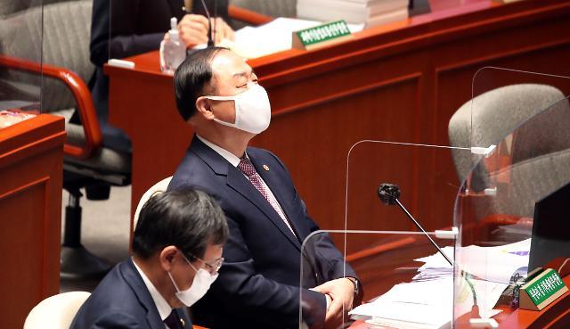 """홍남기 """"정부 부동산 대책, 시장에 반하지 않는다"""""""